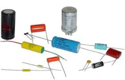 varios condensadores fijos